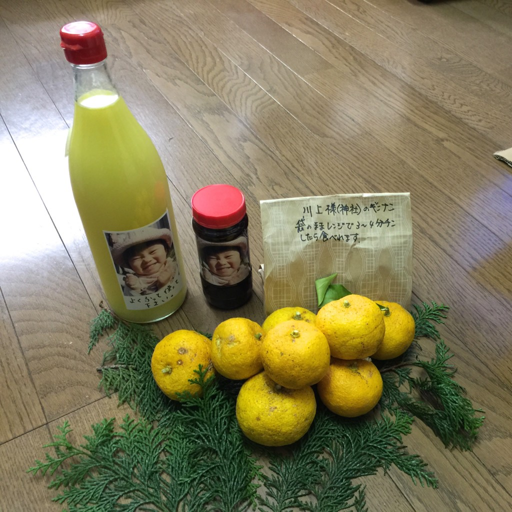 真里ちゃん印の柚子果汁にポン酢などなど・・・真里ちゃん宅からどっさりとど