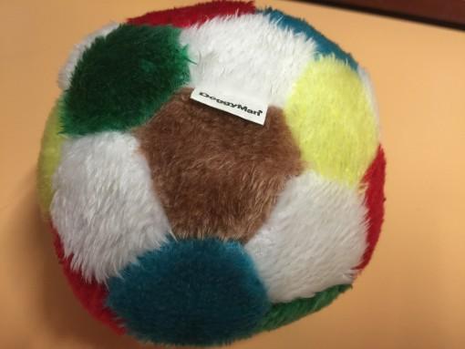 何故だか身近のボロズは、このボールがお気に入りのようで・・・